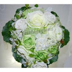 Brautstrauß abließend creme weiß hellgün Tropfenform Wasserfall