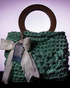 Borsa in fettuccia fatta a mano color verde acqua con fiocco e manici in legno. made in italy. fantastica!