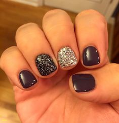 Gel nail designs with diamonds unique nail art for short gel nails ⋆ fitnailslover Glitter Accent Nails, Gray Nails, Black Shellac Nails, Black Glitter Nails, Christmas Shellac Nails, Dark Gel Nails, Silver Glitter, Black Silver, Black Nail Polish