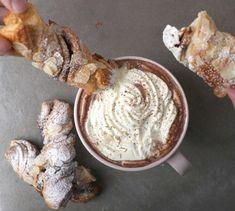 Herkulliset suklaakierteet saa tehtyä helposti valmiista croissant-taikinasta. #croissant #herkku #välipala #talvi #recipe #resepti #snack #hotchocolate #kaakao Croissant, Peanut Butter, Food, Essen, Crescent Roll, Meals, Crescent Rolls, Yemek, Breakfast Croissant