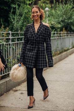 Vogue's street style photographer Jonathan Daniel Pryce snaps the best dressed of New York Fashion Week spring/summer 2019 New Street Style, New York Fashion Week Street Style, Street Style Trends, Cool Street Fashion, Street Style Looks, Street Styles, Bold Fashion, Korean Fashion, Autumn Fashion