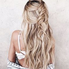 Women haircuts curly african short hairstyles,side bun hairstyles fine hair bangs,hair short on one side long on other small braids hairstyles. Pretty Braided Hairstyles, Messy Hairstyles, Bun Hairstyle, Beautiful Hairstyles, Hairstyle Ideas, Hair Ideas, Medium Hair Styles, Natural Hair Styles, Long Hair Styles