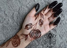 Picking a mehndi design is the most confusing task ever when you have so many designs to choose from. Fret not, our post about simple mehndi designs for 2018 will end your search for the perfect mehendi design that you are looking for! Rose Mehndi Designs, Finger Henna Designs, Henna Art Designs, Mehndi Designs For Girls, Mehndi Designs For Beginners, Modern Mehndi Designs, Dulhan Mehndi Designs, Mehndi Design Pictures, Mehndi Designs For Fingers