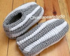 Phentex house shoes slippers hand knitted by ChristianeArtStudio Knit Slippers Free Pattern, Knitted Slippers, Crochet Slippers, Knit Crochet, Double Knitting Patterns, Knitting Stitches, Knitting Socks, Baby Knitting, Crochet Ripple Afghan