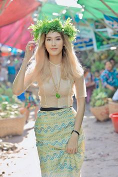 Traditional Dresses Designs, Traditional Fashion, Traditional Outfits, Thai Wedding Dress, Myanmar Dress Design, Burmese Girls, Myanmar Traditional Dress, Myanmar Women, Pretty Asian Girl
