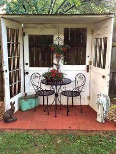 Cute outdoor room!