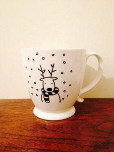 18 Trendy Diy Christmas Mugs Sharpie Etsy Diy Christmas Mugs, Christmas Dishes, Christmas Decorations, Xmas, Sharpie Mug Designs, Diy Becher, Tassen Design, Cadeau Parents, Mug Decorating