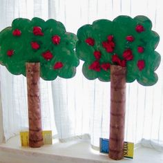 All types of apple crafts for kids to create, including apple tree crafts! Plus there's some crafty ways to get the kids learning with apples! Kids Crafts, Preschool Projects, Daycare Crafts, Classroom Crafts, Tree Crafts, Fall Crafts, Apple Activities, Autumn Activities, September Crafts