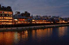 Kamogawa River in the evening, Kyoto / 鴨川・四条大橋にて(京都)