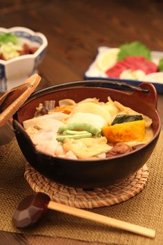 Hōtō: Japanese Flat Udon Noodles Stew, Regional Dish around Mt. Fuji Area (Yamanashi, Japan) | Houtou ほうとう鍋