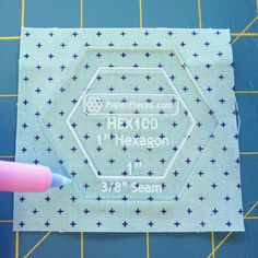 How to make English Paper Piecing hexagons tutorial! Hexagon Quilt, Hexagons, Sewing Patterns Free, Sewing Ideas, Paper Pieced Quilt Patterns, English Paper Piecing, Always Learning, Fabric Art, Quilting Projects