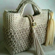 Discover thousands of images about Margherita assembriThis Pin was discovered by GünT-shirt yarn crochet bag purse Crochet Tote, Crochet Handbags, Crochet Purses, Bead Crochet, Crochet Stitches, Crochet Patterns, Macrame Bag, T Shirt Yarn, Knitted Bags