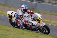 Suzuki Cars, Suzuki Gsx, Gp Moto, White Motorcycle, Racing Motorcycles, Sport Bikes, Motogp, Grand Prix, Motorbikes