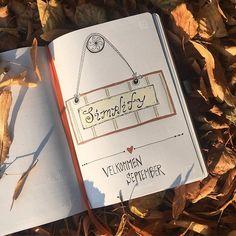 September og simple Living!  Minder om glæden ved de små nære ting og oplevelser i naturen!  Lige nu viser landet og vejret sig fra sin smukkeste side. Så tag dine kære under armen og forkæl jer selv med sollys og nærvær! 💫💫💫 #nydenykker #sjælenssmilerynker #createhappiness #glæde #nærvær #kærlighed #september #efterår #efterårssol #bulletjournal #welcomeseptember
