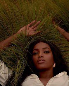 Foto Glamour, Glam Photoshoot, Shotting Photo, Photographie Portrait Inspiration, Black Girl Aesthetic, Foto Pose, Black Models, African Beauty, Photoshoot Inspiration