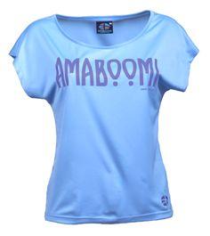 ARAL - Azur Blue T-Shirt Large 100% recyclé (9 bouteilles)  Sa coupe à la fois très féminine et cool dans un tissu 100% recyclé fait de ce t-shirt large un produit confortable, élégant et original. Le modèle Aral convient à tout type d'activité, de la sortie en ville à l'escalade, en passant par les soirées conviviales. Il devient vite un produit indispensable, en plus d'incarner un vrai produit écologique!  à voir sur : http://www.amaboomi.com/fr/tee-shirts-recycles-femme/21-aral-bleu.html