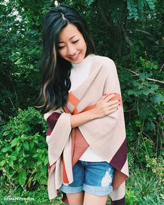 Comfortable casual travel outfit - boyfriend jean shorts + plaid poncho blanket wrap