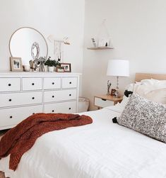 55 Inspiring Cozy Apartment Decor on A Budget For You to Consider – Best Home Decorating Ideas - Page 33 Dream Rooms, Dream Bedroom, Home Decor Bedroom, Pretty Bedroom, Bedroom Bed, Master Bedroom, Cozy Apartment Decor, Apartment Living, Living Room