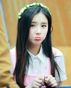 dedicated to female kpop idols. 1 Girl, Sooyoung, Ulzzang Girl, South Korean Girls, Kpop Girls, Girl Group, Cute Girls, Idol, Portrait
