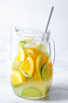 Coconut Water Lemonade – A light, refreshing and nutritious drink made with lime, lemon, orange and coconut water. Great for enjoying on warm days! Detox Diet Drinks, Detox Juice Cleanse, Detox Juices, Body Cleanse, Stomach Cleanse, Healthy Detox, Health And Nutrition, Easy Detox, Healthy Water