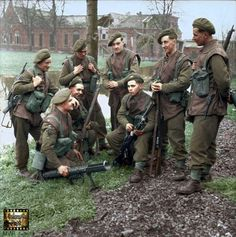A fighting patrol of Battalion, King's Own Yorkshire Light Infantry, of Brigade of (West Riding) Division in Elst, Netherlands. British Army Uniform, British Uniforms, British Soldier, Ww2 History, British History, Military History, Colorized History, Commonwealth, British Armed Forces