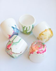These kid-made marbled nail polish bowls make pretty handmade gifts for mom, teachers or someone special! Fun Projects For Kids, Crafts For Kids To Make, Crafts For Teens, Crafts To Sell, Gifts For Kids, Kids Crafts, Kids Diy, Baby Crafts, Art Projects