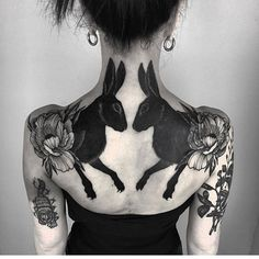 Black rabbits back tattoo by Henja Fin ( resident at Pechschwarz Tät. - Black rabbits back tattoo by Henja Fin ( resident at Pechschwarz Tätowierungen ( - Piercings, Piercing Tattoo, Tattoo On, Line Work Tattoo, Tattoo Fails, Tattoo Quotes, Kunst Tattoos, Neue Tattoos, Body Art Tattoos