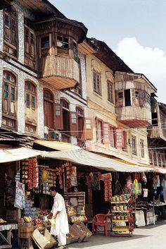 Lane in Srinagar Srinagar, Taj Mahal, Kashmir India, North India, India And Pakistan, Paradise On Earth, Varanasi, India Travel, Places To See