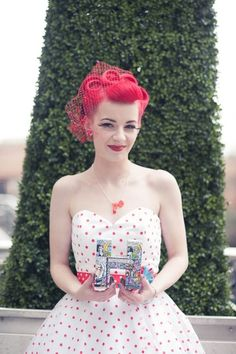 Rockabilly wedding, she looks adorable! I want a wedding like this. Rockabilly Wedding Hair, Moda Rockabilly, Rockabilly Fashion, Rockabilly Style, The Bride, Wedding Bride, Wedding Ideas, Red Wedding, Retro Hairstyles