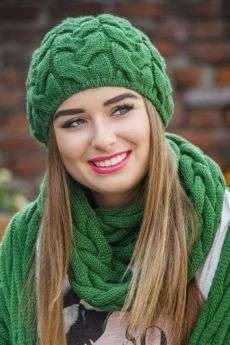Video, Triple Braid Neck and Hat Model 16 – Martha Rivero Espejo – Join in the world of pin Scarf Hat, Beanie Hats, Knitting Designs, Knitting Patterns, Knit Crochet, Crochet Hats, Knit Shoes, Knitting Accessories, Models