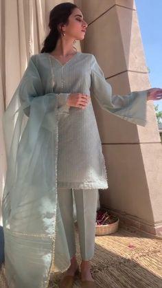 Pakistani Fashion Party Wear, Pakistani Wedding Outfits, Indian Fashion Dresses, Indian Designer Outfits, Indian Outfits, Pakistani Casual Wear, Stylish Dresses For Girls, Stylish Dress Designs, Designs For Dresses