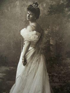 La comtesse en 1900 par Nadar