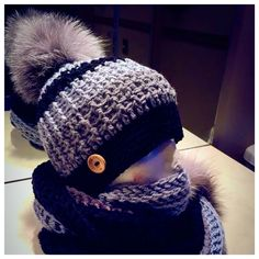Tuque tone of grey with black line - recycled fur Pompom - tuque crochet #pompomhat #CrochetHat