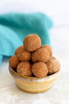 These 6 ingredient healthy vegan snickerdoodle bites taste just like a holiday cookie but are actually good for you. The perfect easy and kid-friendly snack for anyone in need for some energy on-the-go! #veganrecipes #snickerdoodles #snacks #energybites #blissballs Vegan Sweets, Vegan Snacks, Vegan Recipes, Snack Recipes, Snacks Ideas, Vegan Desserts, Vegan Food, Meal Ideas, Healthy Snacks