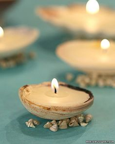 Summer decoration with candles in seashells !
