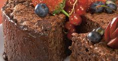 Čokoládová torta bez múky - dôkladná príprava krok za krokom. Recept patrí medzi tie najobľúbenejšie. Celý postup nájdete na online kuchárke RECEPTY.sk.
