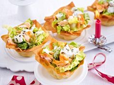 Filo baskets with salmon and dill creme fraiche- Filokörbchen mit Lachs und Dill-Crème-fraîche Our popular recipe for salmon and dill creme fraiche and more than other free recipes LECKER. Seafood Appetizers, Appetizers For Party, Appetizer Recipes, Drink Recipes, Crema Fresca, Avocado Dessert, Shellfish Recipes, Healthy Eating Tips, Popular Recipes
