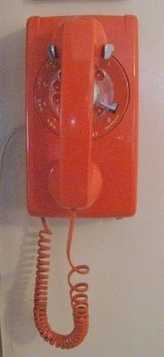 Would love an old phone like this in my kitchen!