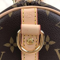 Louis Vuitton Bandoulier Speedy Bag – World Leather Design Louis Vuitton Handbags 2017, Louis Vuitton Speedy Bag, Classy Aesthetic, Wood Creations, Leather Design, Authentic Louis Vuitton, Apple Watch, Purses, Fabric