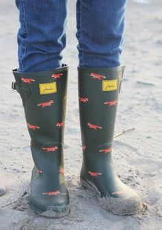 I already have 2 pairs of Joules Wellies, and the SBC girl in me wants to add these Vixen print ones to the collection.