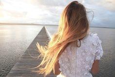 Ohh such pretty long blonde hair.