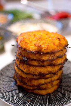 Vegetarian steaks with carrots and halloumi Vegetarian Recepies, Vegetarian Kids, Healthy Diet Recipes, Raw Food Recipes, Cooking Recipes, Halloumi, Zeina, Good Food, Yummy Food