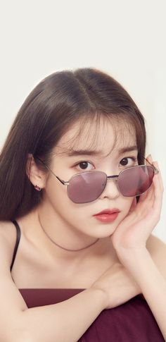 Pretty Korean Girls, Cute Korean Girl, Girl With Sunglasses, Round Sunglasses, Girl Actors, Singer Fashion, Fashion Wallpaper, Wallpaper Space, Korean Actresses
