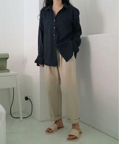 Korean Fashion Us .Korean Fashion Us Ulzzang Fashion, Tomboy Fashion, Modest Fashion, Look Fashion, 90s Fashion, Hijab Fashion, Retro Fashion, Fashion Models, Fashion Outfits