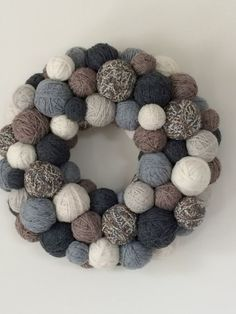 This wreath has the feel of a cozy winter day. It is made with hand wrapped yarn balls in shades of cream,white,and grey yarn and jute twine Holiday Wreaths, Holiday Crafts, Christmas Decorations, Yarn Crafts, Diy And Crafts, Yarn Ball, Ornament Wreath, Craft Projects, Chic Wedding