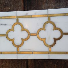 Brass inlay tile liner