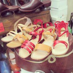 leather shoes perfect with summer dress, Da Francesco shop, Oltrarno in Florence   http://www.alidifirenze.fr/les-sandales-en-cuir-chez-francesco-da-firenze/