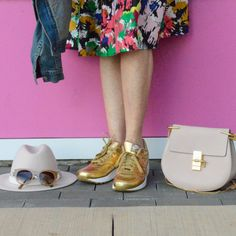 New York Fashion Week Day 1 Outfit, gold sneakers, hats and shoulder bags!