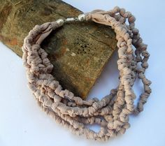 knot fabric necklace champagne pink color por Pausacaffe en Etsy