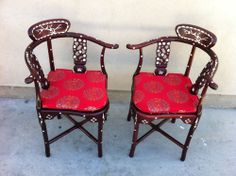 Vtg Asian Oriental MOP Mother of Pearl Inlaid Corner Accent Side Chairs Chinese Side Chairs, Dining Chairs, Mahogany Brown, Chinese Furniture, Chinoiserie Chic, Antique Chairs, Furniture Making, Oriental, Corner